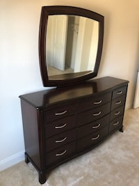 Dresser with mirror Upper Marlboro, 20772