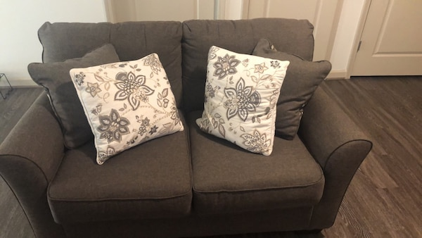 Love Seat (must sell by tomorrow)  17c2a9c6-bb31-4e5a-96fd-b365666795bc