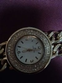 round silver analog watch with gold link bracele Kelowna, V1X 7Z6