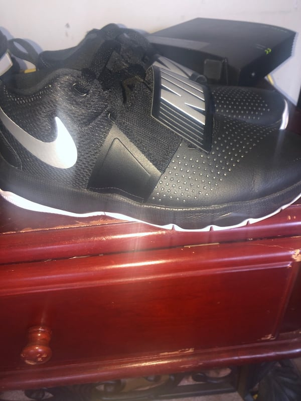 Unisex Nikes 9.8outta10 NOT SOLD in Canada ceff21f4-852c-49eb-8dcd-8249701ad32b
