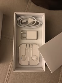 Iphone 6 in great condition; includes unused apple earpods with charger and box