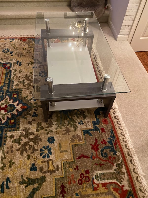 Glass coffee table fa8eb194-83dd-453b-a393-a532746bb286