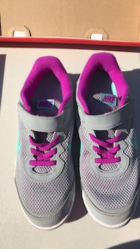 pair of gray-and-pink Nike running shoes Elk Grove, 95624