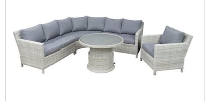 Patio set curved