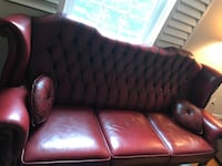 This sofa is made of very luxurious, thick leather. The color is burgundy. singleW35*D35*H40, tripleW90*D35*H40 매클린, 22101