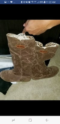 Brand New Tan and Chocolate Brown Suede Boots Clarkston, 30021