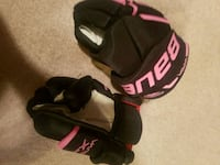 pair of black-and-pink Nike basketball shoes Winnipeg, R2G 0H6