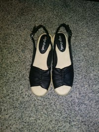 pair of black leather open-toe heeled sandals New Baltimore, 48047