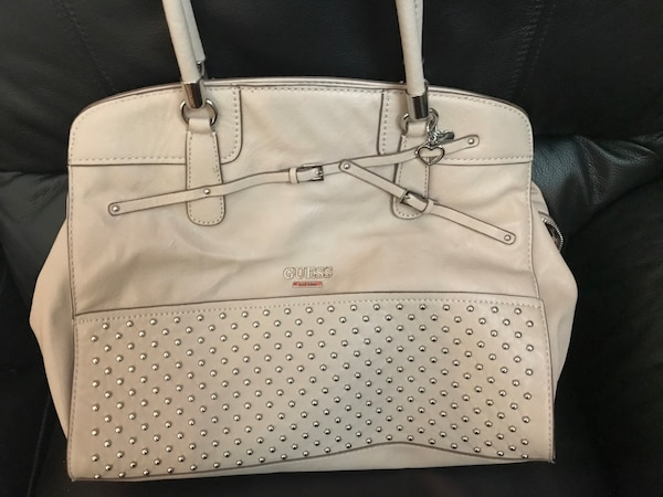 Used Brand new guess purse for sale in Abbotsford - letgo bb6b09945bd1f