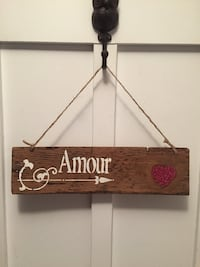 white and brown wooden Amour print hanging decor Les Cèdres, J7T