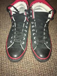 Converse black and red size 11 fits 10.5 Whitby, L1R 2G5