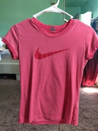 Nike Size S pink T-shirt  亨德森, 89052