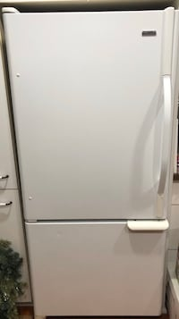 Kenmore Fridge - bottom freezer