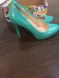 pair of teal patent leather heeled shoes Richmond Hill, L4E 0Z6