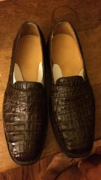 Pair of black leather slip on shoes San Bernardino, 92410