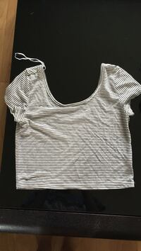 White and gray striped scoop neck crop top Rockland, K4K