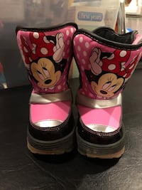 Size 6 Minnie Mouse boots Mississauga, L4Y 3H1