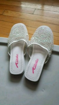 Slippers/ Sandals size 7/8 Toronto, M1W 1C9