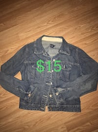 Size medium but fit small Gap jean jacket $15 North Vancouver, V7K 2H4