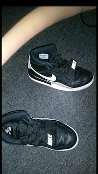 black-and-white Nike basketball shoes Fitchburg, 01420