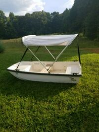 Boat with canopy and trolling motor Gastonia, 28056
