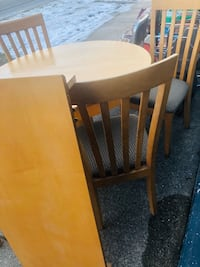 Round table four chairs with leaf excellent condition