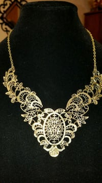 Faux Gold filigree necklace  21 km