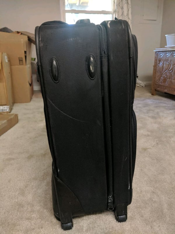 Samsonite Carry on 4a6ad228-598a-4296-8469-3493318d6f7c