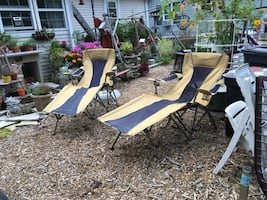 Pair of lawn chaisse lounges