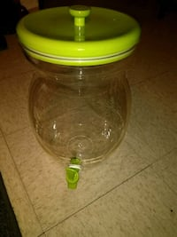 clear and green plastic container Waynesboro, 22980