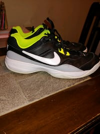 Nike men's shoes size 11.5