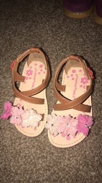pair of pink-and-brown sandals Huntsville, 35810