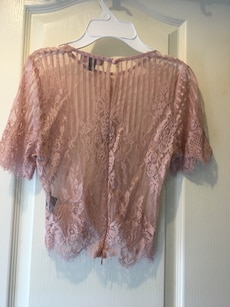 Lace crop top in tea pink
