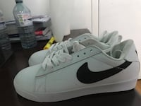 Pair of white nike low-top sneakers for ladies it will fit 6 to 6.5 Markham, L3T 1K7