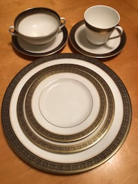 Royal Doulton Fine China – Rochelle – 7-pc place setting, service for 8 Southbury