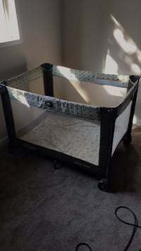 black and white travel cot Laurel, 20707
