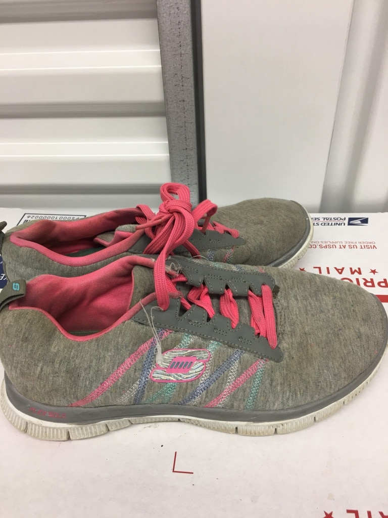 Photo Skechers Girls Tennis Shoes Sneakers Women's Size 6.5 Good Condition