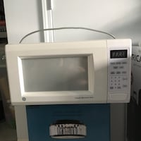 white General Electric microwave oven Surrey, V3V