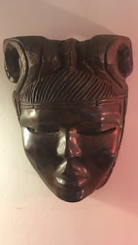 Vintage handmade wooden mask. Beautiful wood mint condition Sebring, 33870