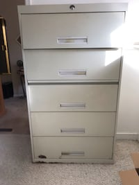 Large file cabinet w/pull out shelf   White Plains, 20695