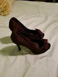 Size 6 wine/purple color Phoenix, 85041