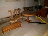 Wooden extendable dining room set Brantford, N3R 4B5