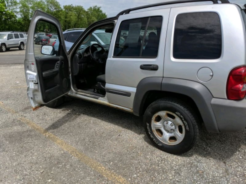 Jeep - Liberty - 2004 8ec4cd1e-a527-48c0-9986-9dd74d36dab6