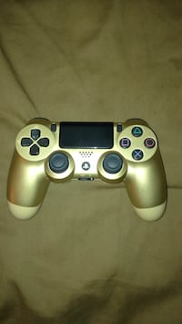 Gold and black sony ps4 dualshock 4 Midlothian, 23112