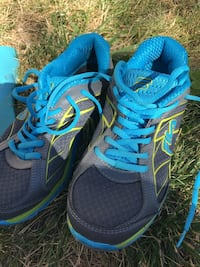 pair of blue-and-black running shoes Calgary, T3J