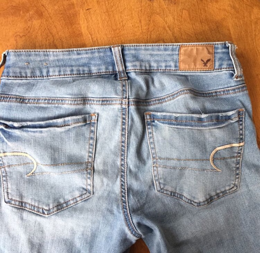 american eagle jeans-size 6 - University of Tampa