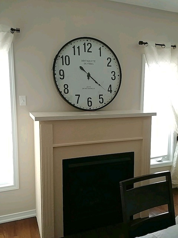 Decorative clock great condition pick up asap