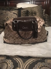 Coach leather purse  Oakville, L6H 1Y4