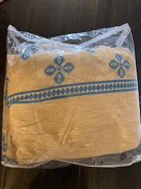 Twin comforter brand new very nice colour and pattern  Mississauga, L5M 8B1