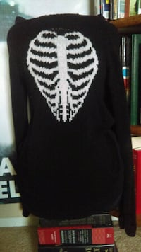 Long sleeve knitted sweater  North Las Vegas, 89032